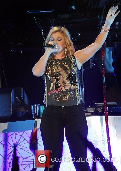 Kelly Clarkson 9