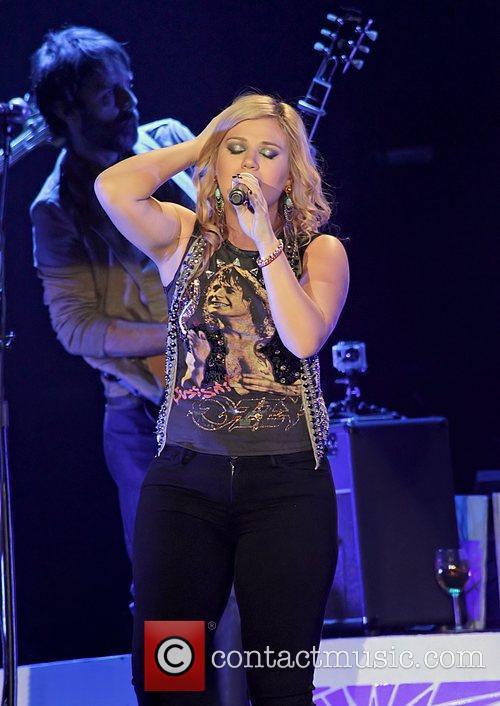 Kelly Clarkson 14