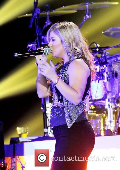 Kelly Clarkson 18
