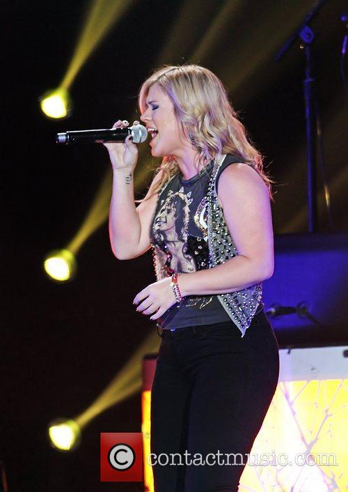 Kelly Clarkson 11