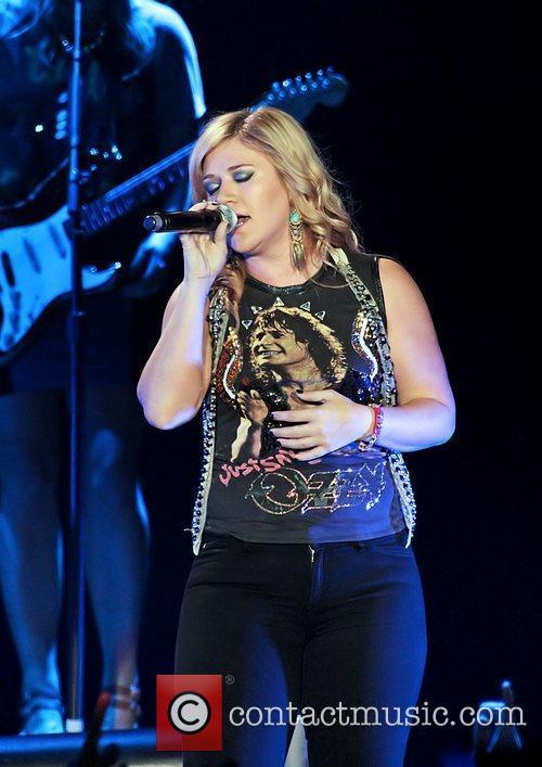 Kelly Clarkson 19