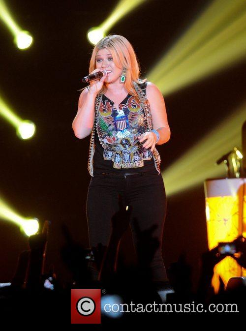 Kelly Clarkson and Wembley Arena 1