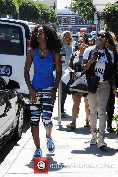Kelly Rowland and Lala Vasquez 11