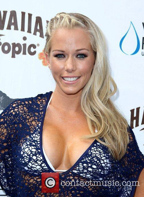 Kendra Wilkinson, Las Vegas and Mgm 3