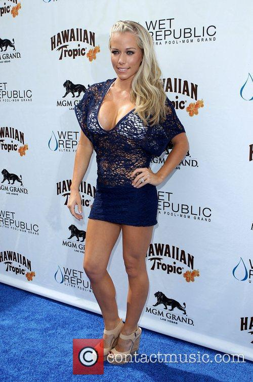 Kendra Wilkinson, Las Vegas and Mgm 8