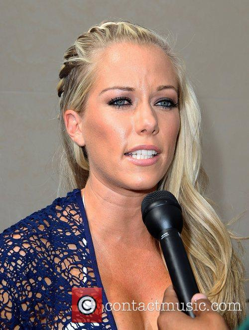 Kendra Wilkinson, Las Vegas and Mgm 9