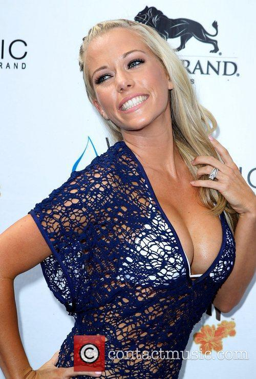 Kendra Wilkinson, Las Vegas and Mgm 10
