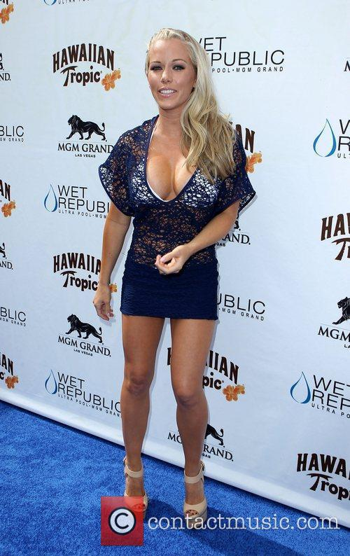 Kendra Wilkinson, Las Vegas and Mgm 13