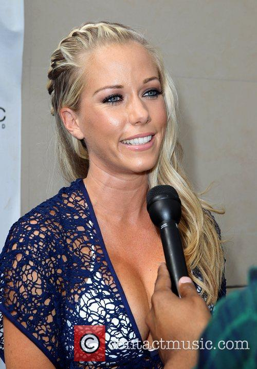 Kendra Wilkinson, Las Vegas and Mgm 14