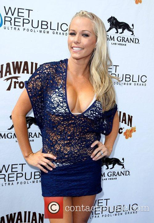 Kendra Wilkinson, Las Vegas and Mgm 16