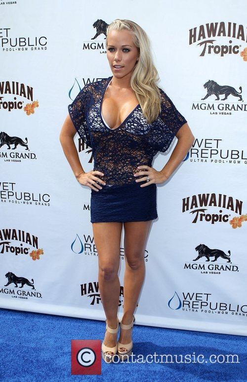 Kendra Wilkinson, Las Vegas and Mgm 17