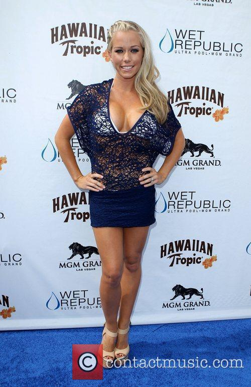 Kendra Wilkinson, Las Vegas and Mgm 19