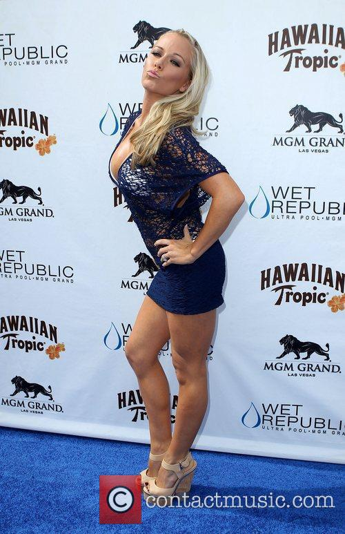 Kendra Wilkinson, Las Vegas and Mgm 21