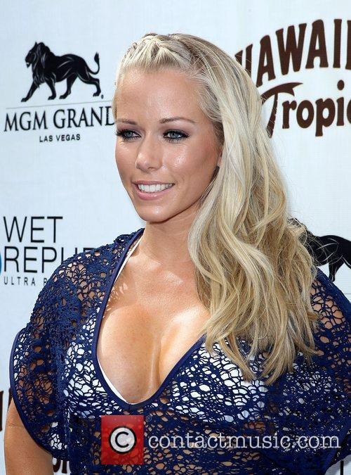 Kendra Wilkinson, Las Vegas and Mgm 23