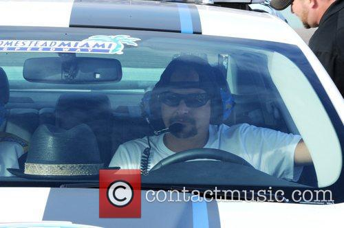 kid rock drives the pace car to 5954399