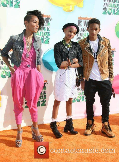 Jada Pinkett-smith, Jaden Smith and Willow Smith 4