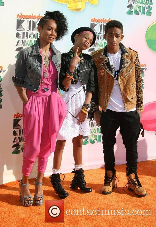 Jada Pinkett-smith, Jaden Smith and Willow Smith 5
