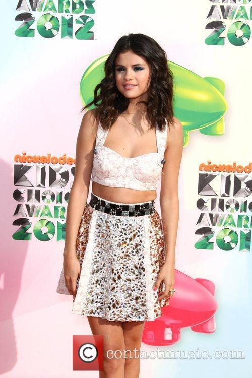 Selena Gomez and Willow Smith 3