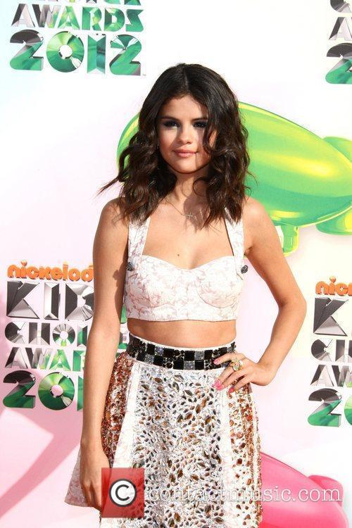 Selena Gomez and Willow Smith 4