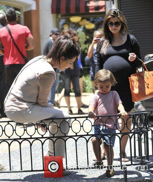 Kim Kardashian, Kourtney Kardashian and Mason 5