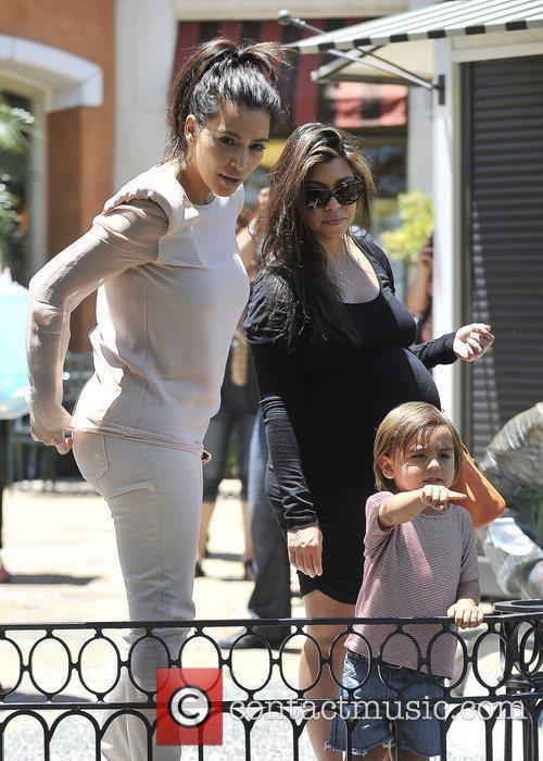 Kim Kardashian, Kourtney Kardashian and Mason 11