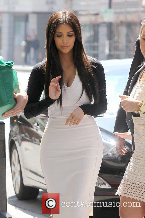 kim kardashian heading to an appointment in 5814125