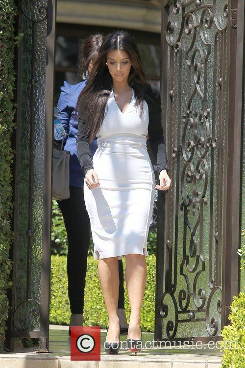 kim kardashian leaving home for an appointment 5814108