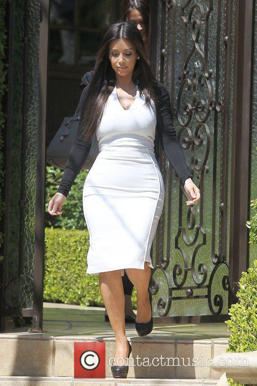 kim kardashian leaving home for an appointment 5814111