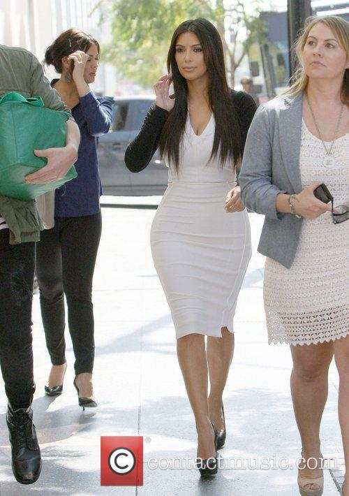 kim kardashian arriving at an appointment in 5814352