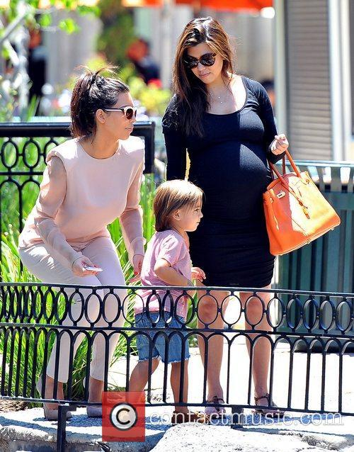 Mason, Kim Kardashian and Kourtney Kardashian 4