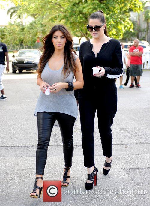 Kim Kardashian and Khloe Kardashian 3