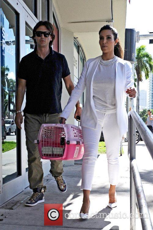 Seen taking Kim's cat Mercy to the groomers