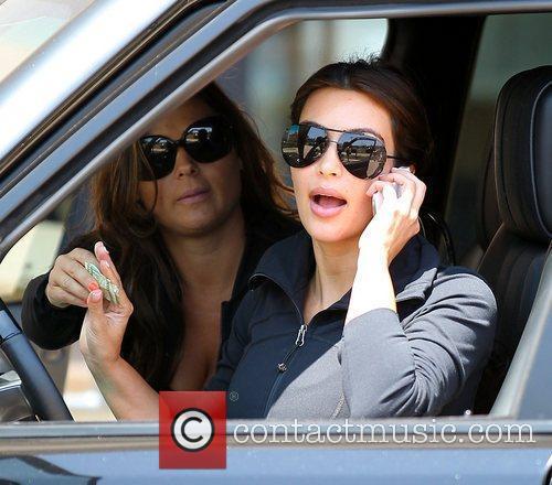 kim kardashian talking on her cell phone 5888704