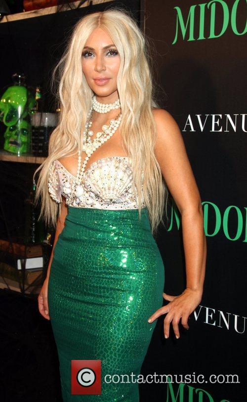 kim kardashian dressed as a mermaid attends 4147672