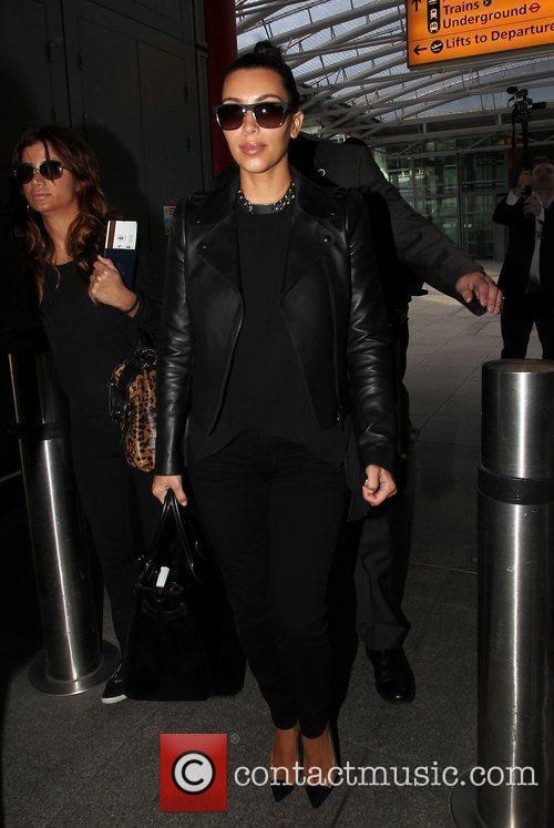 kim kardashian arriving at heathrow airport london 3884103