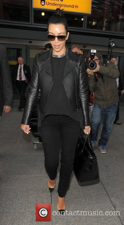 kim kardashian arriving at heathrow airport ahead 3884239