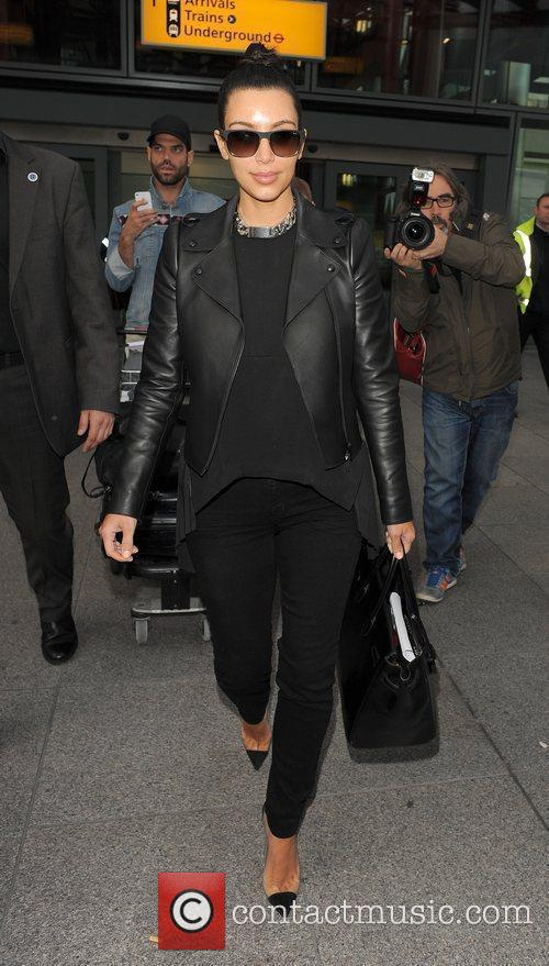 kim kardashian arriving at heathrow airport ahead 3884271