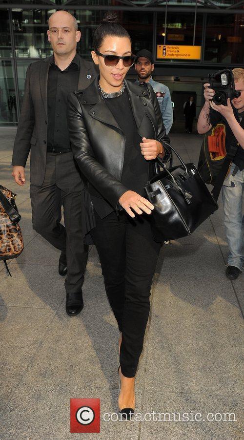 kim kardashian arriving at heathrow airport ahead 3884275