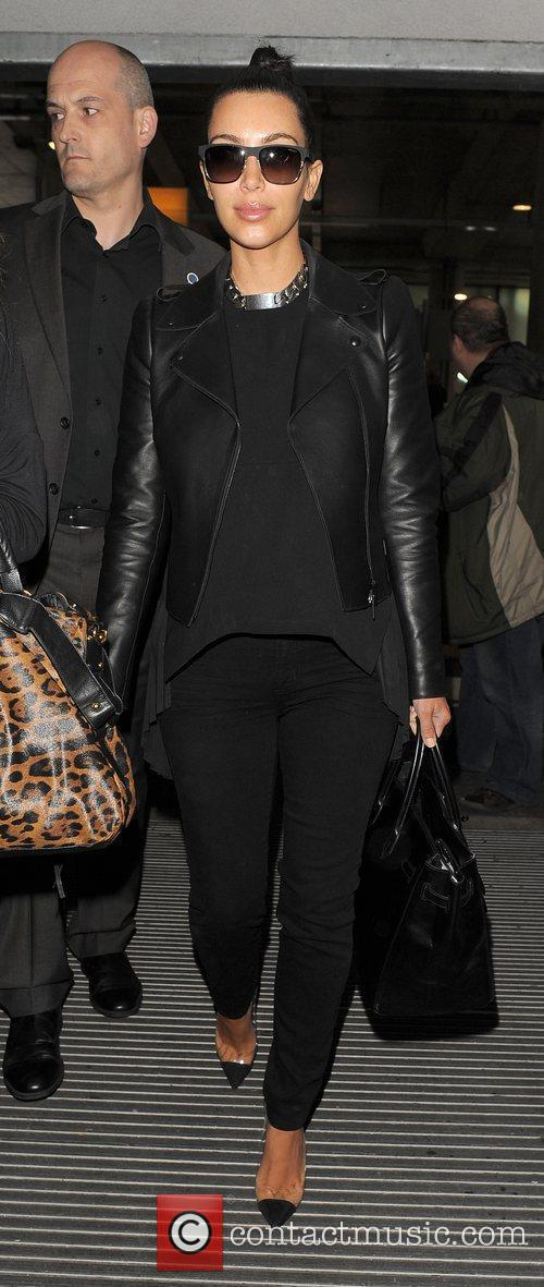 kim kardashian arriving at heathrow airport ahead 3884277