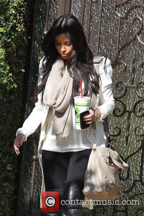 kim kardashian leaving home on her way 5774168