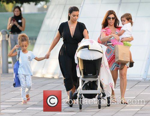Kim, Kourtney Kardashian, Sophia Pippen, Mason, Penelope Disick and Children's Museum 4
