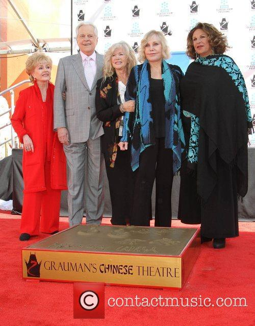 Debbie Reynolds, Connie Stevens, Kim Novak, Lainie Kazan and Grauman's Chinese Theatre 1
