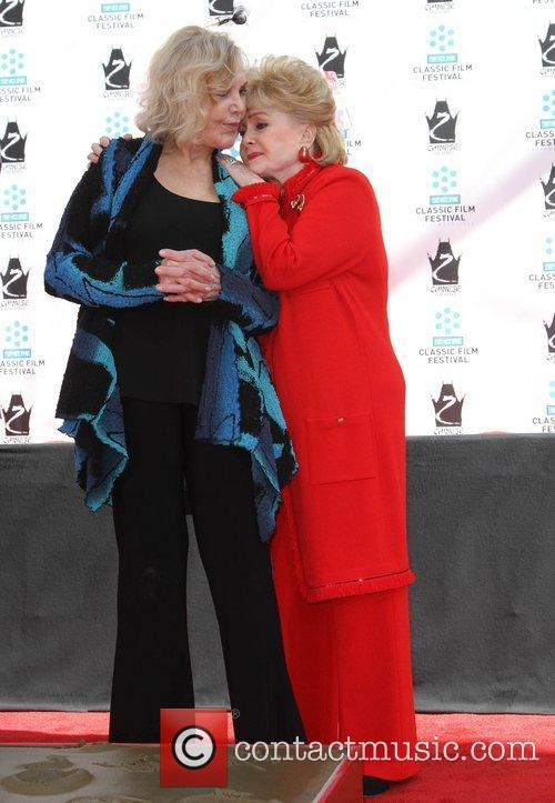 Kim Novak, Debbie Reynolds and Grauman's Chinese Theatre 2