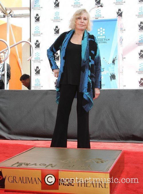 Kim Novak and Grauman's Chinese Theatre 7