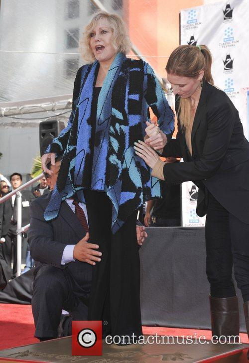 Kim Novak and Grauman's Chinese Theatre 5