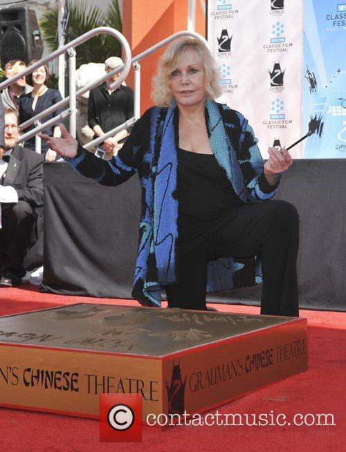 Kim Novak and Grauman's Chinese Theatre 6