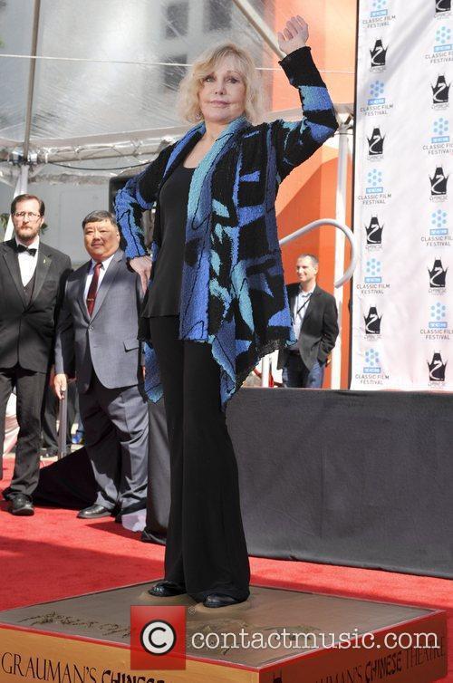 Kim Novak and Grauman's Chinese Theatre 7