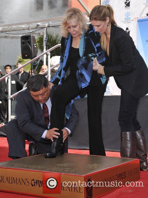 Kim Novak and Grauman's Chinese Theatre 16
