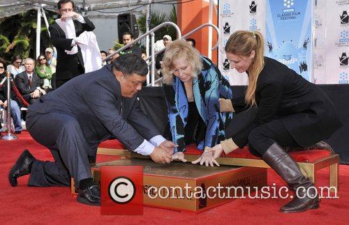 Kim Novak and Grauman's Chinese Theatre 17