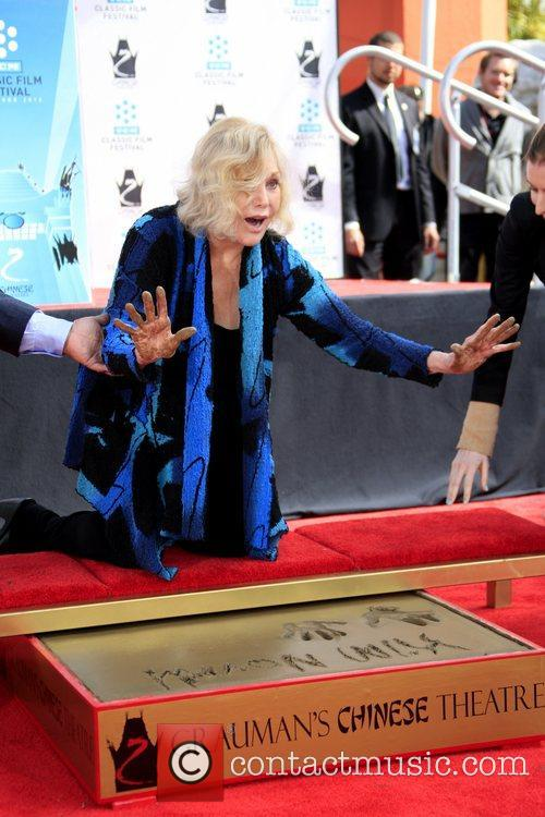 Kim Novak and Grauman's Chinese Theatre 28
